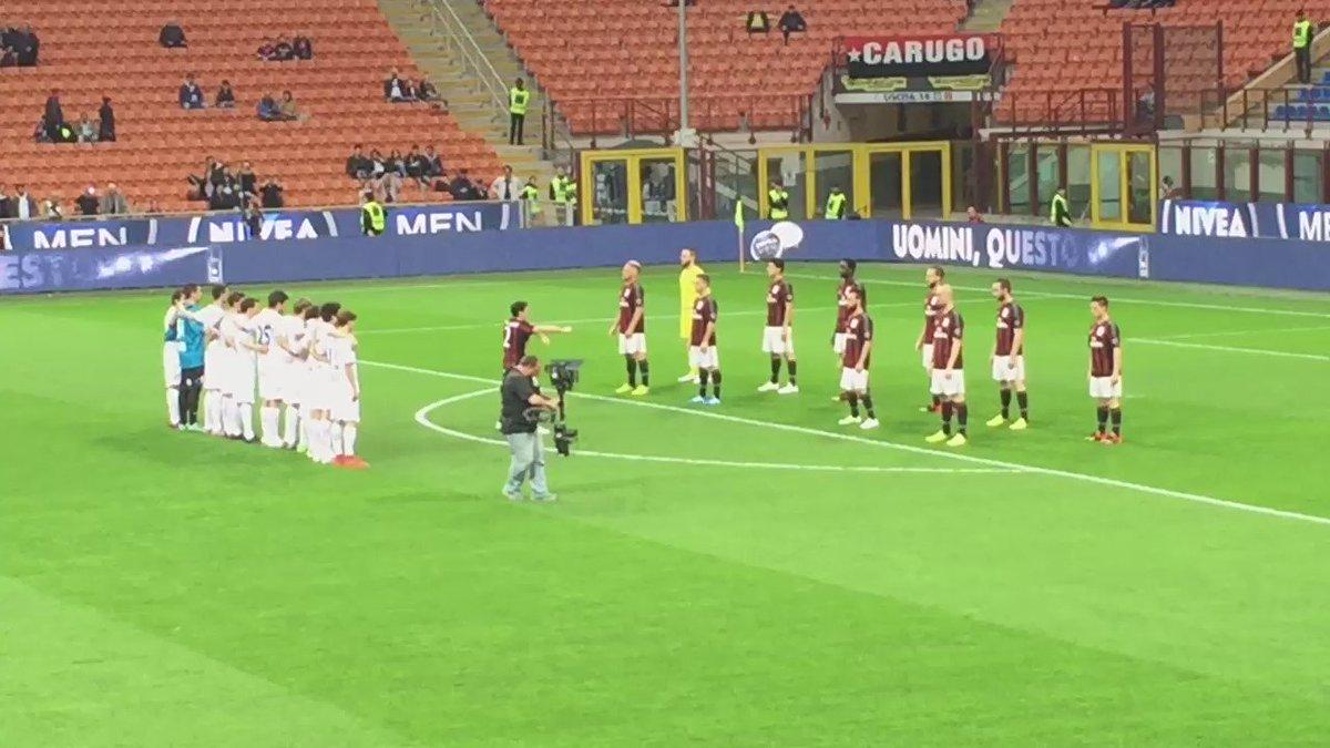 Grandi! Ho sempre sognato di vedere un rituale Haka prima di una partita! #MilanCarpi #Tekitanka @acmilan #NIVEAMEN https://t.co/LVocOG7BoC