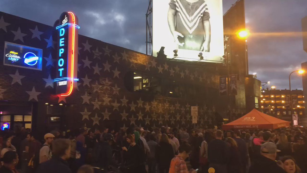 #RIPPrince dance party outside downtown #Minneapolis @FirstAvenue @TheCurrent #mpr https://t.co/h9wXj9htOj
