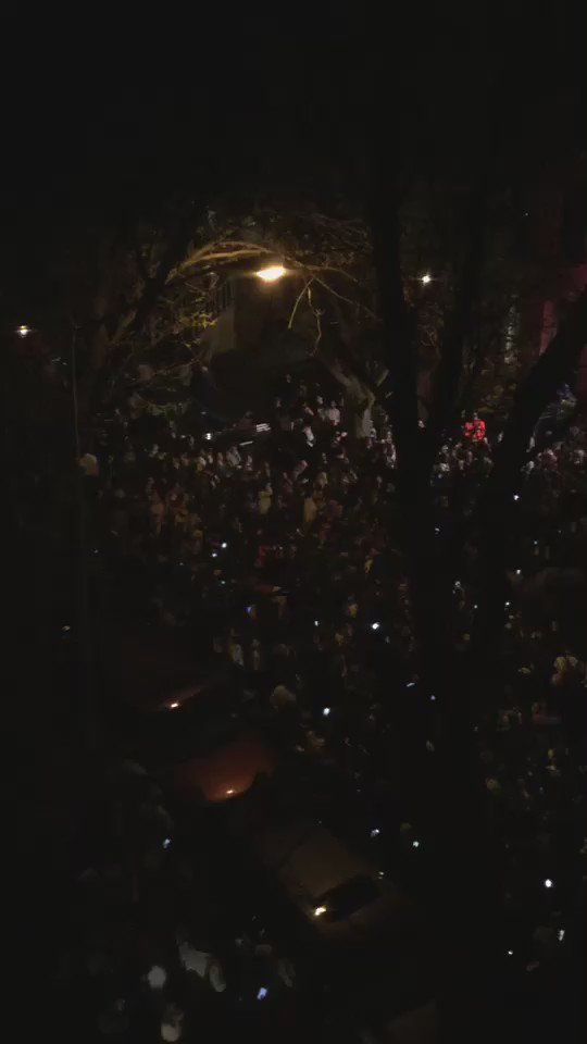 Awesome video of that Spike Lee street party in Fort Greene tonight honoring Prince. Views from friends apartment. https://t.co/ngRTZweWEj