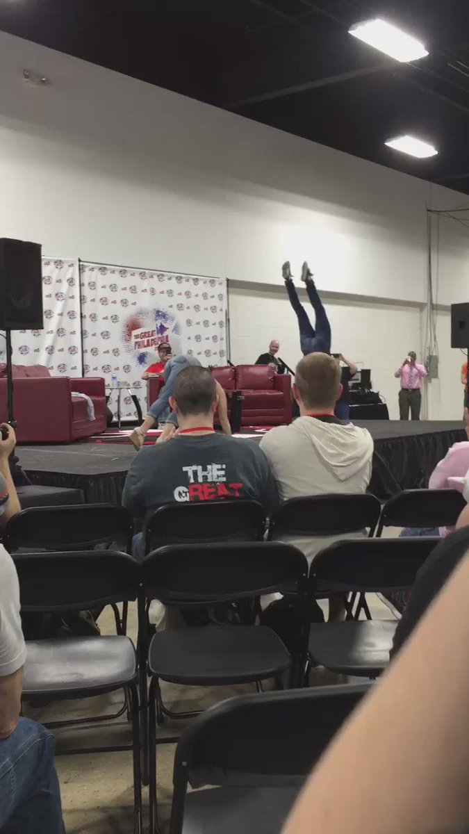 @_amyjojohnson doing a hand stand at #TheGreaterPhiladelphiaComicCon. https://t.co/PMNQasKeWG