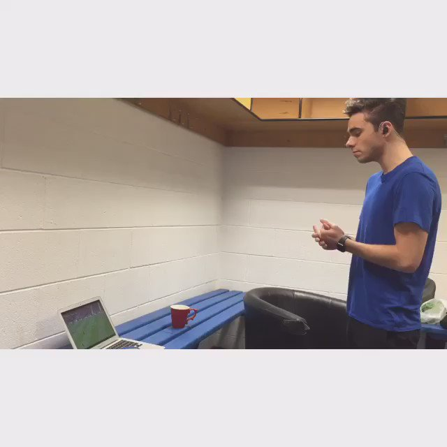 When you're doing your warm ups and @ManUtd score a last minute winner!!! #FACupSemiFinal https://t.co/wrzHgscWUe https://t.co/PKIuCBTluN
