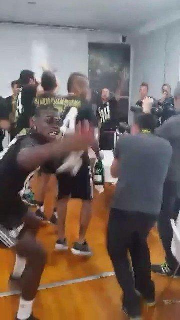 Video Divertente: Pogba scivola per terra mentre festeggia lo scudetto della Juventus