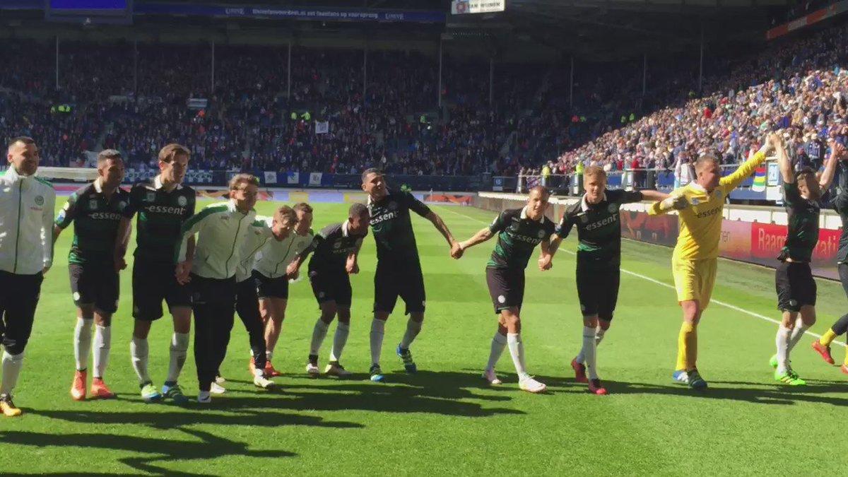 Feest met de supporters na de 2-1 zege op Heerenveen. https://t.co/bTkozARdlt