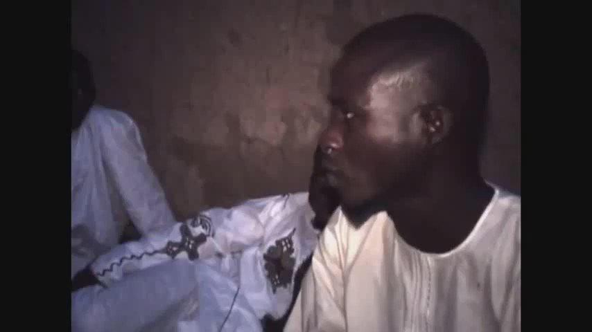 مسلمون في #نيجيريا يلتقون بمسلم فظنوا انه سائح مسيحي ..❤️❤️  https://t.co/yKltsb22qZ