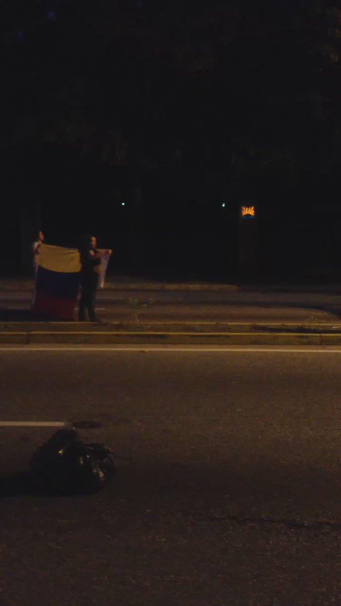 #VIDEO Protesta contra los apagones en Av Paseo Cabriales de #Valencia https://t.co/iLVg5nicpm