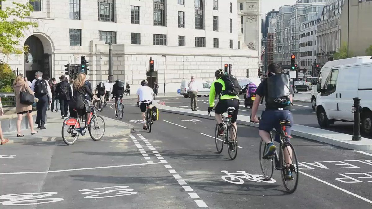 Nobody uses the #cyclesuperhighway because the queues are too long. https://t.co/Gz2BdRC3PI