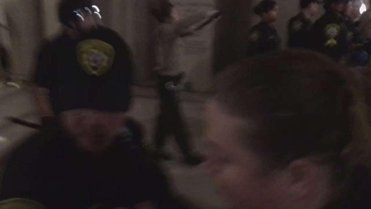 Clashes between cops and protesters at #Frisco5 #hungerforjusticesf rally at #sf city hall https://t.co/NtIe8GRw4V