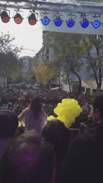 Canta la sole @sole_pastorutti para todos en el #Megafestivalsolidario2016 @HospGutierrez a sumarse todos https://t.co/Nh74zbaQY5