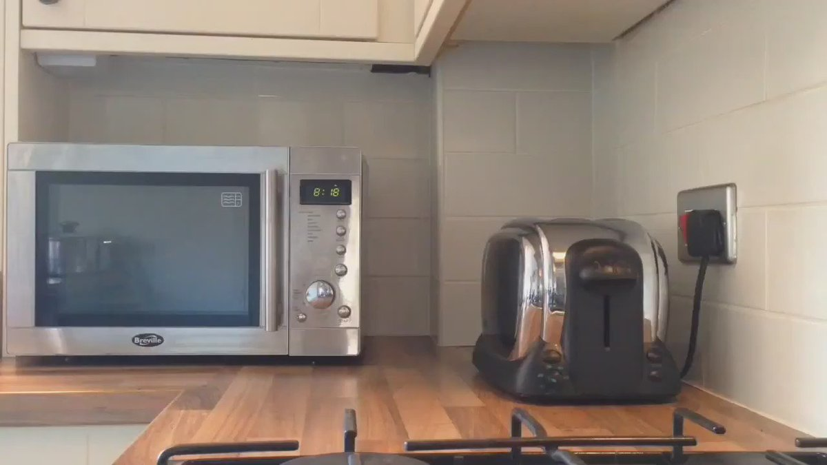 If you're making toast for breakfast make sure your toaster isn't used underneath your cupboards.It can cause a fire https://t.co/aEPPgX4XDv