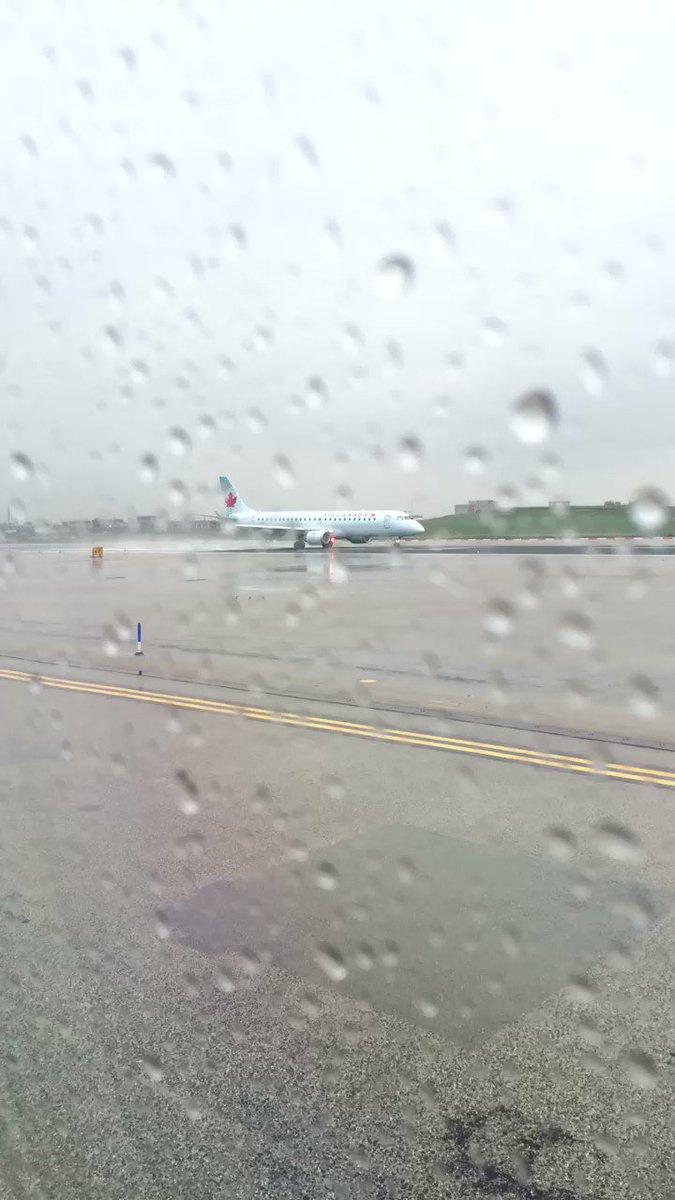 Everybody waits it's turn at #LaGuardiaNYC @AirCanada @Delta #PrivateJet @AmericanAir