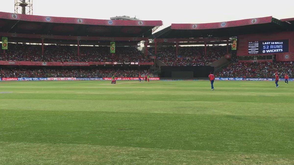 200 partnership...in a T20 game??!!!!!!! @imVkohli @ABdeVilliers17 @RCBTweets #vivoipl https://t.co/uiNtWfIthI