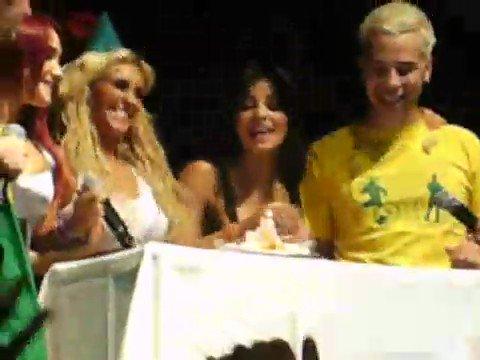Festejando el cumpleaños de Anahí en Manaus, Brasil. HAPPY BIRTHDAY ANAHI