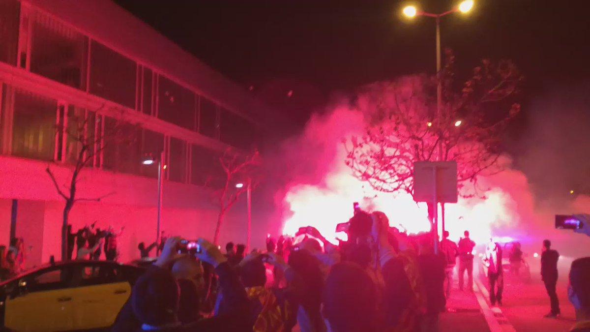 El Barça arribant a la ciutat esportiva. #totlliga https://t.co/Vtg46cGGtM