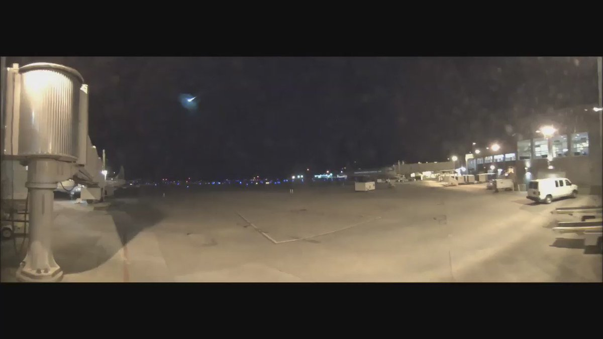 .@BTVAirport cameras captured this footage of a HUGE meteor early this morning https://t.co/eVTl5KnI4Q #btv #vt https://t.co/P4hkRbNSFq