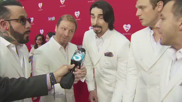 THIS also happened 2nite @MusiCares @DougKolk @backstreetboys giving us a preview of their performance #freakingout https://t.co/0jQlBHnoj6