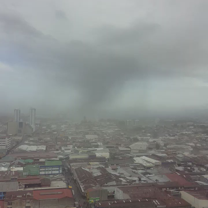 Video caída de ceniza San José impresionante. https://t.co/ELTC0CkauD