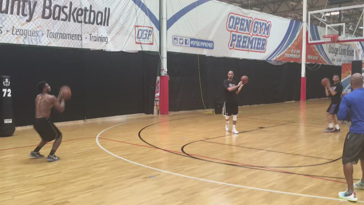 Buddy Hield showing off some Steph Curry-esque range in Anaheim this afternoon https://t.co/30pbInLqpA