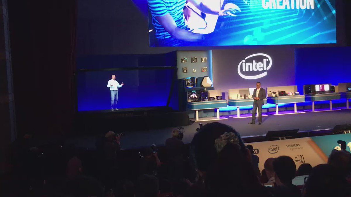 The holographic tech Intel is using to remotely chat with an exec onstage is wild #computex2016 https://t.co/S79ECaepbL