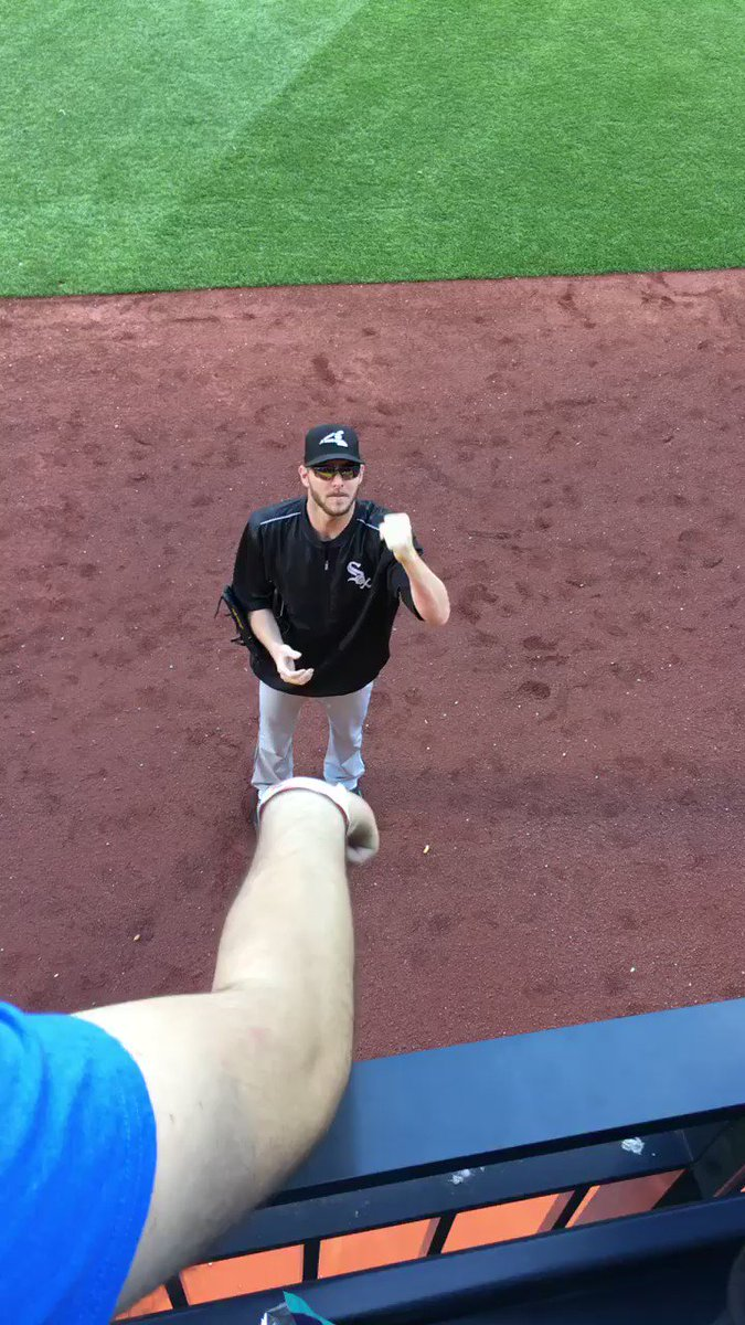 Fan earns an autograph from Chris Sale by beating him in rock, paper, scissors