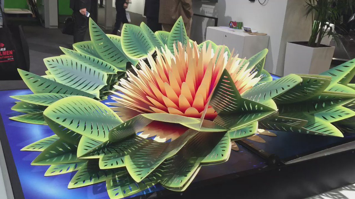 Paper as art. @HighconDart giant flip book is pretty awesome. #drupa2016 https://t.co/VOM75zqbdR