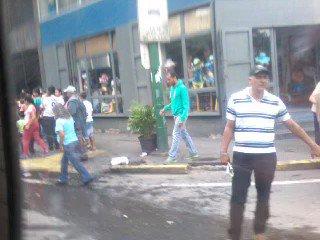 #2Jun Supermercado en la Av. Baralt. El pueblo tiene hambre, y cuando explote ni las FAN podran frenarlo. 10:00 am https://t.co/0CAFEFc6PI