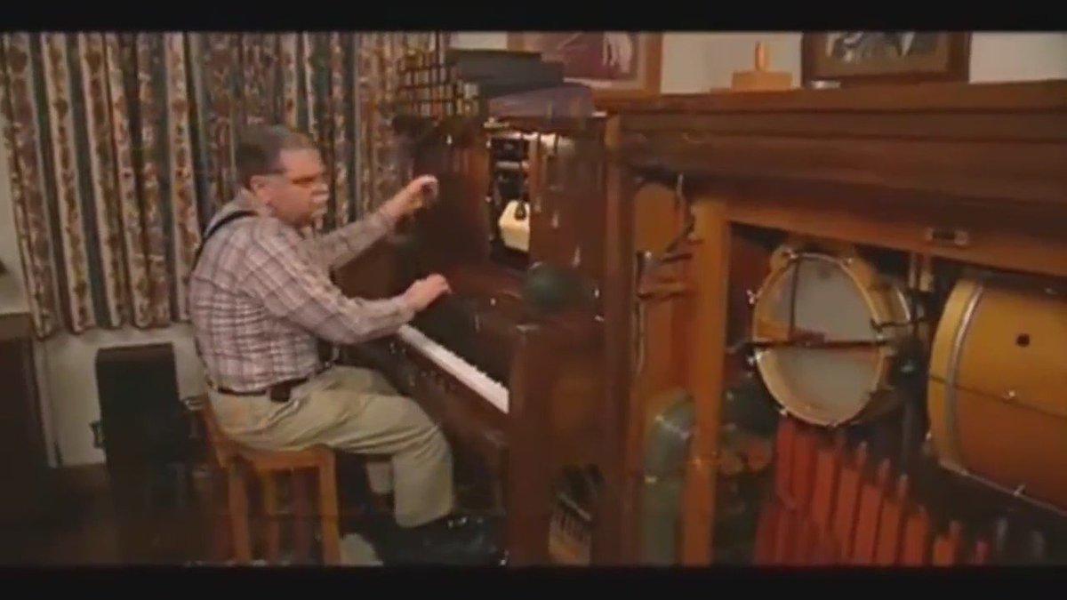 【7万RT】昔のアニメの楽器の生演奏が、神業的すぎる...これは真似できない!