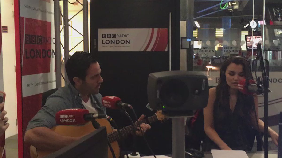 .@raminkarimloo and @SamanthaBarks celebrate after an impromptu rendition of 'Could We Start Again Please'. Amazing! https://t.co/zGsYSbOKAV