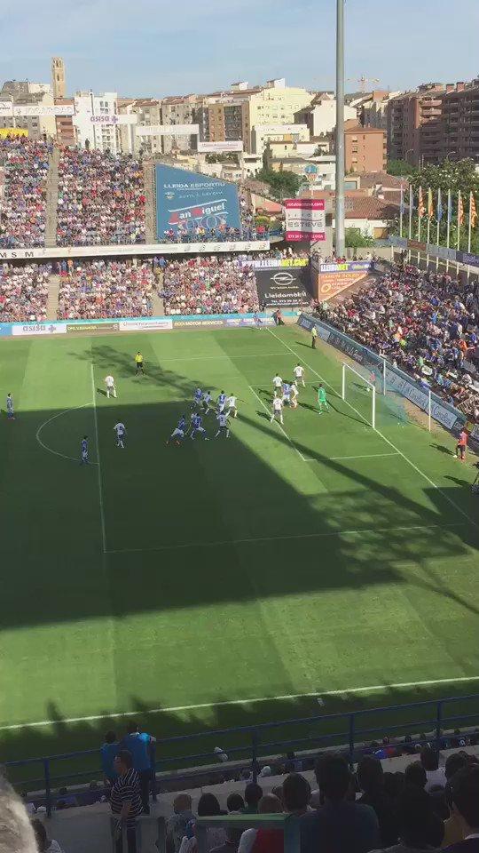 La jugada sencera del gol d'@Ovegsa pel @Lleida_Esportiu. Guardeu-la, perquè és un GOLÀS! #ascens2A https://t.co/CMlZL00UTV