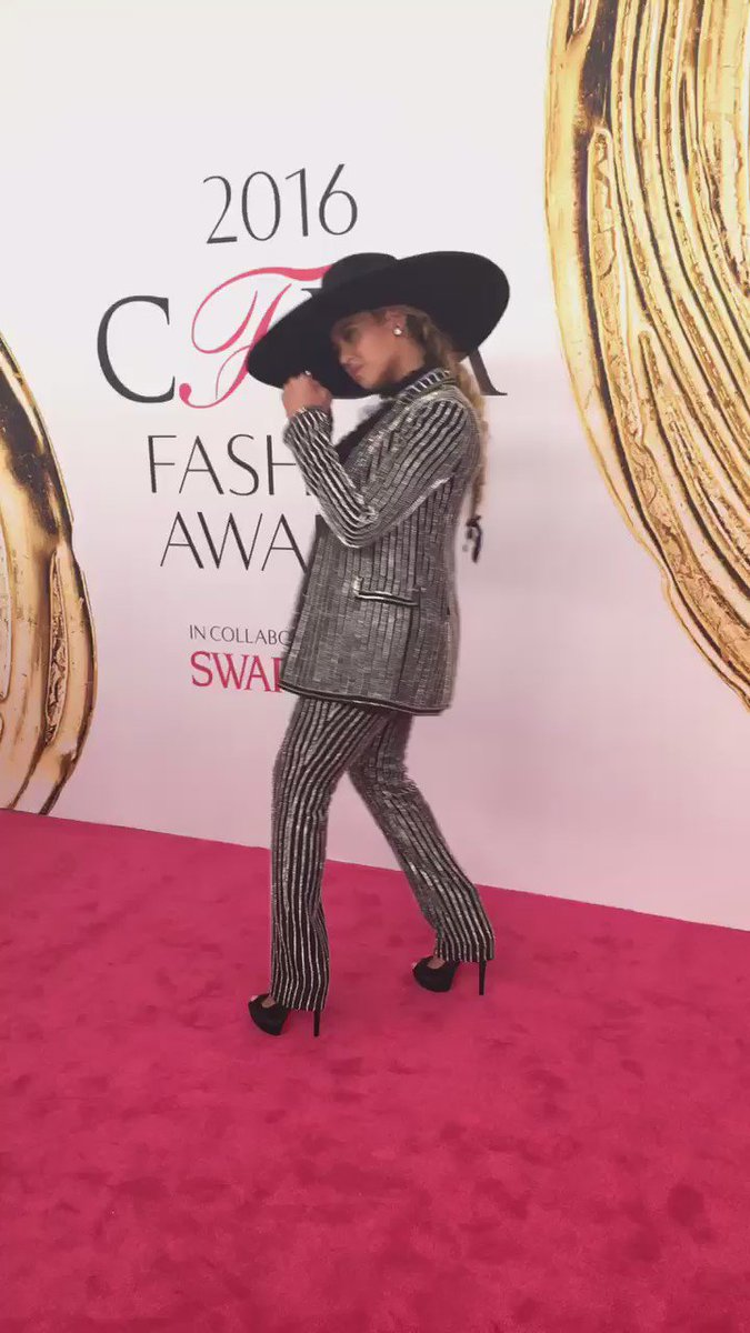 Announced live at tonight's @CFDA Awards, @Beyonce is this year's Fashion Icon! #CFDAAwards https://t.co/C3ZExkujPz