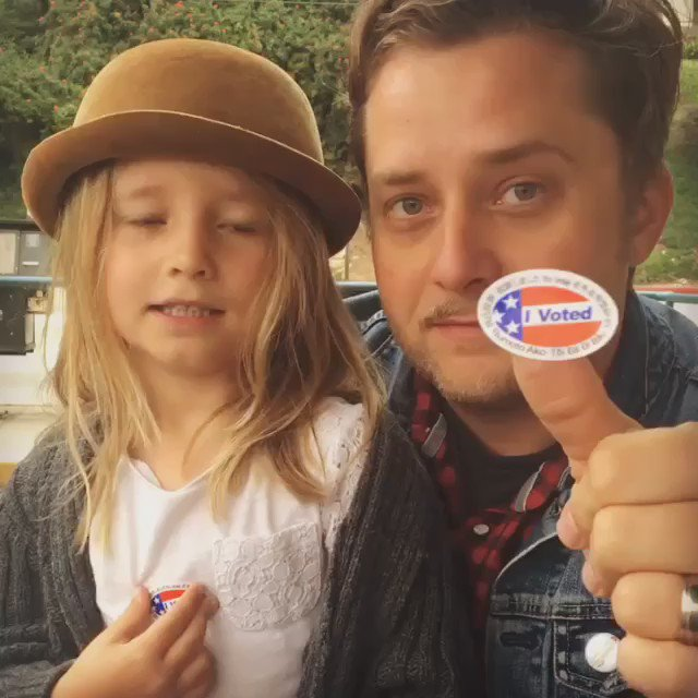 saw lots of families voting together at the polling place, early as hell too. Good luck today @BernieSanders !! https://t.co/oaCjhn3qPB