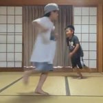 この小学生のブレイクダンスが神業すぎる...これは将来有望だな!
