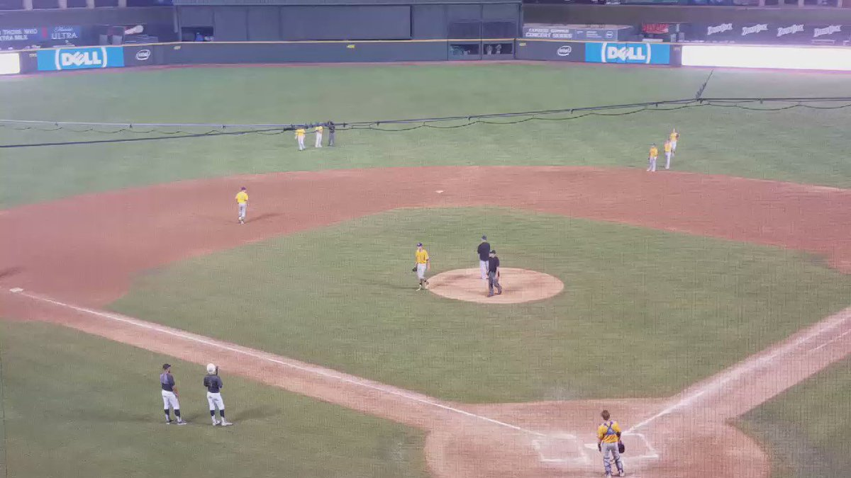 Alamo Heights pulls Forrest Whitley after 6.2 innings. Astros' first-round draft pick struck out 11 on 123 pitches. https://t.co/pnhQ7UqkrZ