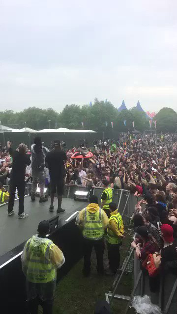 @BlackJoshAPE back at it again with them crowd raftings!!! @LEVELZMCR #Parklife2016 #Manchester https://t.co/QgzEXJ41c5
