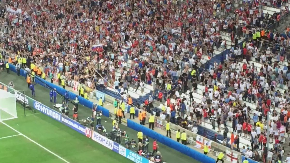 Russians piling into English fans here. English literally fleeing the stadium. No police anywhere #ENGRUS https://t.co/HrLqY6BRZS