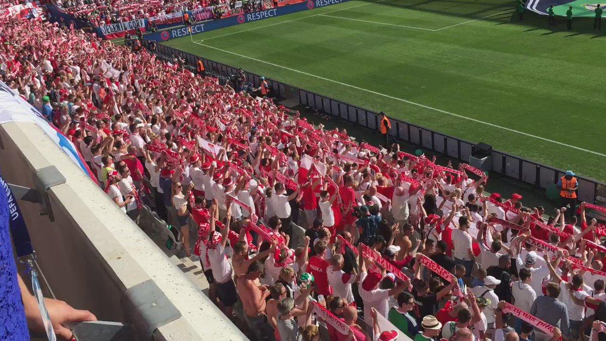 Hymn Polski na stadionie. Ciary https://t.co/L3Tzj00KvN