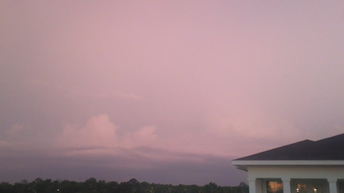 Pink clouds and lightning! #thunderstorm #flwx #kissimmee @stormhour https://t.co/GIzpfneWrE