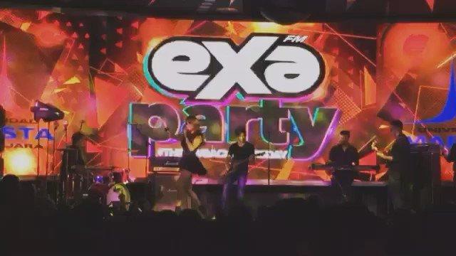 """La cantante @DulceMaria en la #EXAPartyTBT cantando el tema """"O lo haces tu o lo hago yo"""" #EnGuadalajara @exagdl https://t.co/mV5qh3wkaF"""