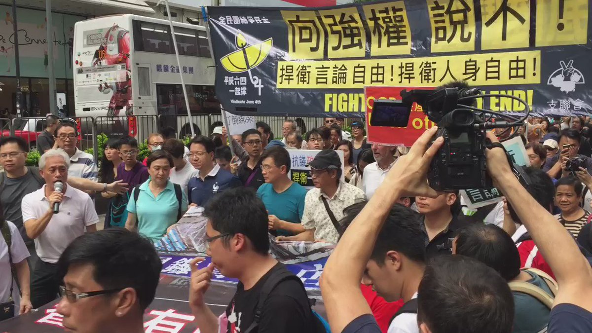"""The head of the march - """"HK has a bottom line - say no to authority"""" """"CCP back off"""" https://t.co/QkJZx7dVgh"""