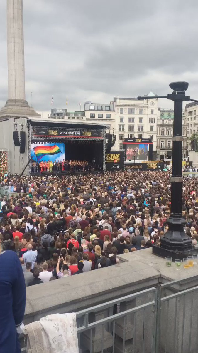 London theatre came together at #WestEndLIVE to pay tribute to Orlando victims & MP Jo Cox, with a 1 min applause. https://t.co/KALvHZ4HHp