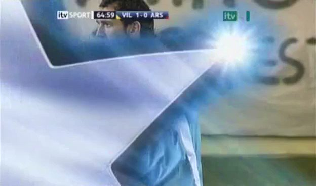 Image for the Tweet beginning: Golaço de Adebayor contra o