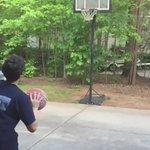 これよくあるよね、あるある自宅でカッコつけてバスケのシュートをした結果!