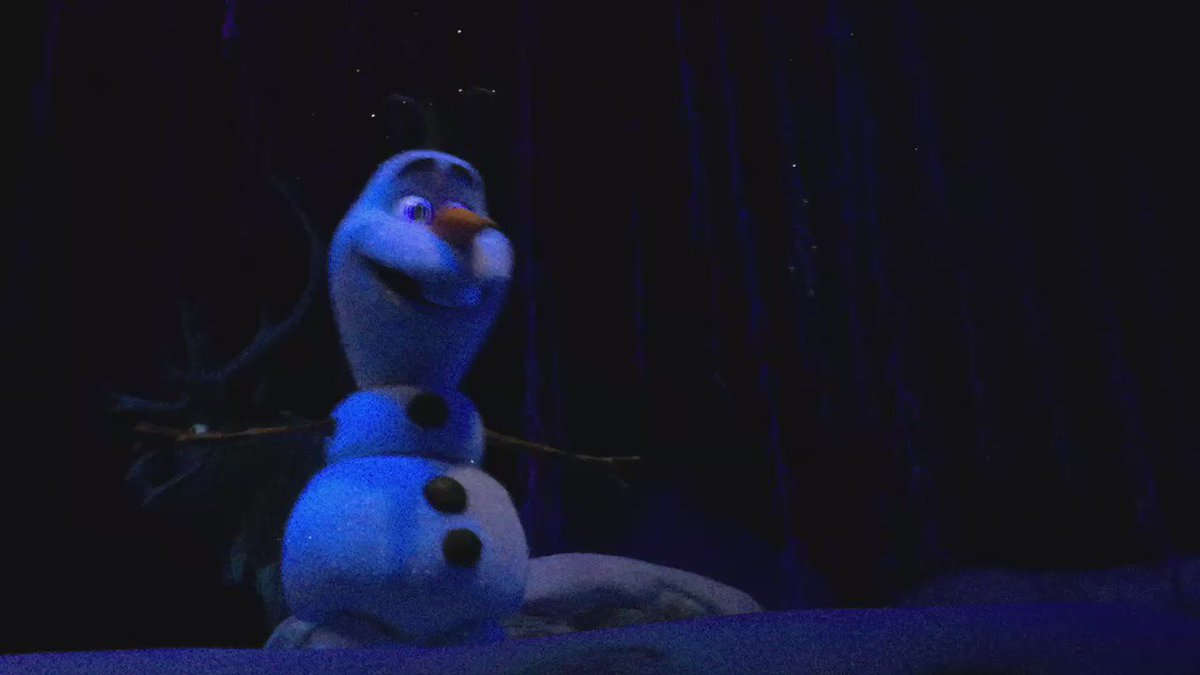 This first scene's Olaf animatronic is AMAZINF https://t.co/Jr6sw3P58h