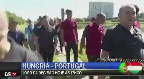 CR7 throws CMTV reporter's mic to the lake. The channel he's sued in the past for false news about him & his family. https://t.co/y3gwGO7DcU