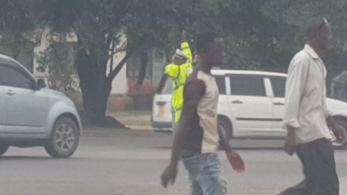 A great officer in Msa who manages traffic so well,salutes motorists & wears a smile amidst all the pressure.Retweet https://t.co/Fc5uZnUHir