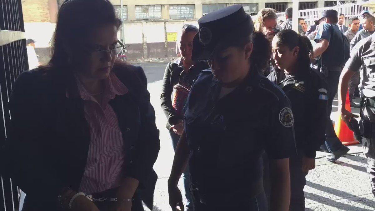 Emilia Ayuso involucrada en caso de cooptación protagoniza altercado con guardia del Oj https://t.co/LSYPWWmXBT