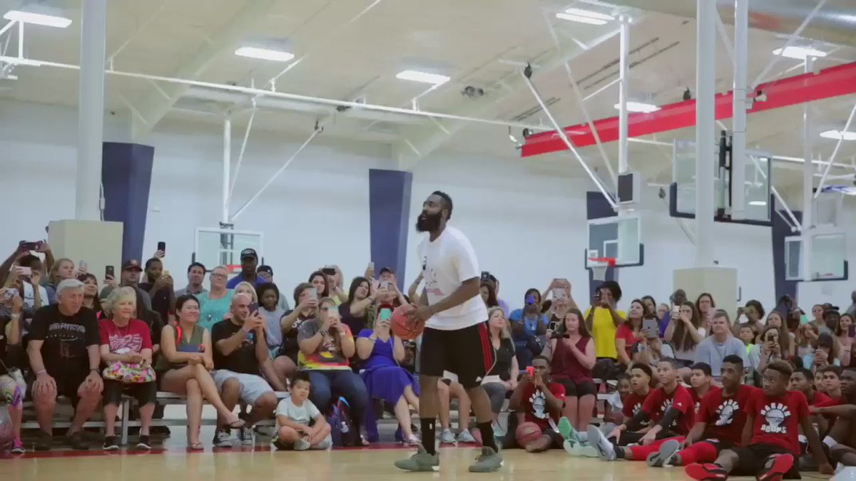 James Harden with the off-the-wall oop! @JHarden13 @SportsCenter @saeyae1 https://t.co/CqRH4vykTL