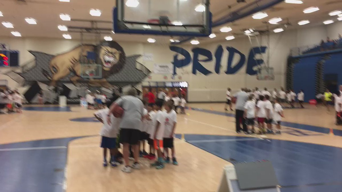"""""""Go Wizards!"""" sends everyone to the next station and a bit #CloserToPro @ProCamps @JohnWall Thanks @CitiPrivatePass https://t.co/SKzXOfD7or"""