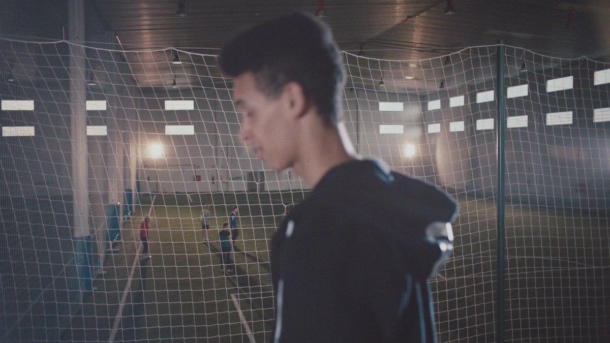 Preparados para llegar a ser los primeros. #FirstNeverFollows @adidas_ES https://t.co/99CMQJaQYL