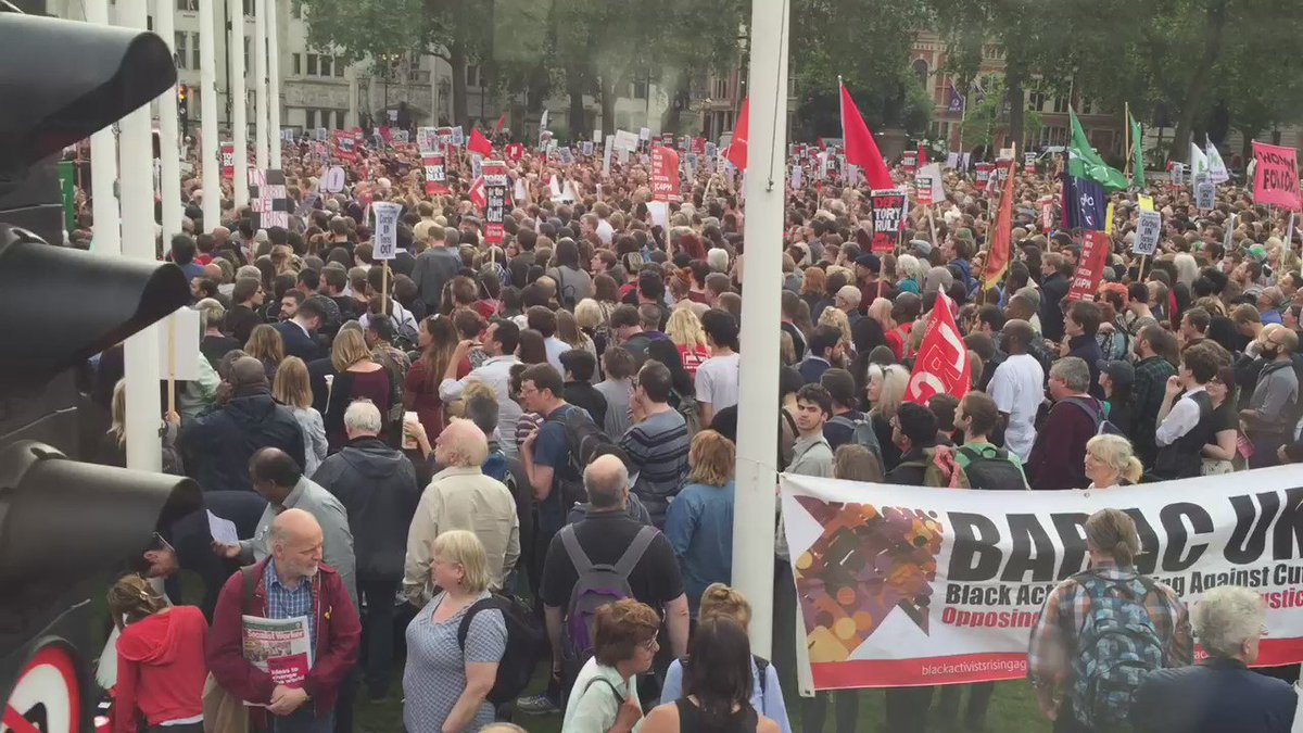 A huge turnout for the #KeepCorbyn rally in Parliament Square now. #JC4PM (engine noise from so called hybrid bus!). https://t.co/QUbgaueFn9