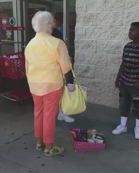 Kid selling candy and an old lady comes up to the kids asking to see a business license https://t.co/5uwMEZywID